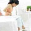 Болі внизу живота в сукупності з нудотою і кровотечею на ранніх термінах вагітності