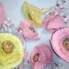 Квітка з паперу з цукеркою своїми руками
