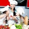 Як навчити дитину допомагати на кухні?