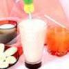 Молочний коктейль з фруктів і соку